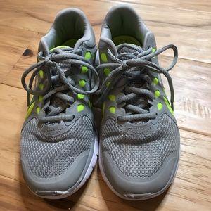 🚨Champion running shoes Sz 7 gray